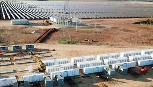 Post image for Tesla's big battery completed at Gannawarra solar farm